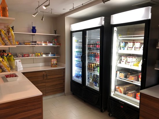 Sonesta ES Suites Parsippany - Convenience store off the lobby
