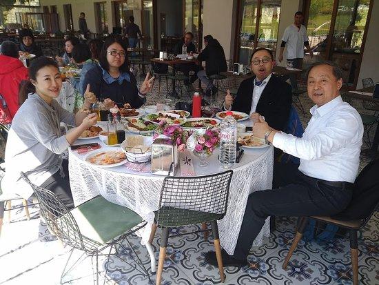 Bergama, Turkey: MEMNUN GİDEN MİSAFİRLERİMİZ ÜLKEMİZE KAZANDIRILMIŞ BİR DOST GİBİ....