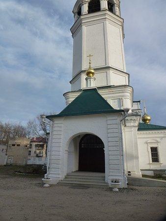 Privolzhsk, Russia: Главный вход во храм