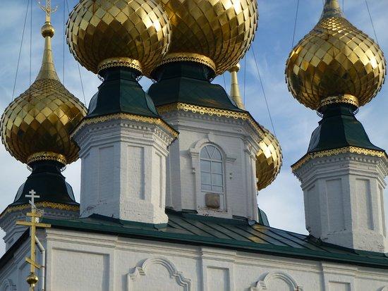 """Privolzhsk, Russia: Изящные барабанчики """"с перехватом"""""""