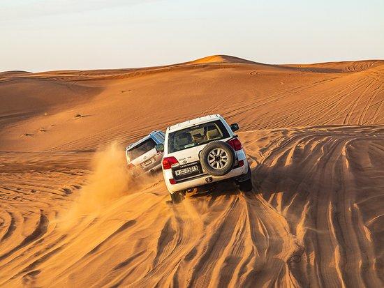 Safari por las dunas rojas con Sandboarding, paseo en camello y opciones de barbacoa: Dune crashing