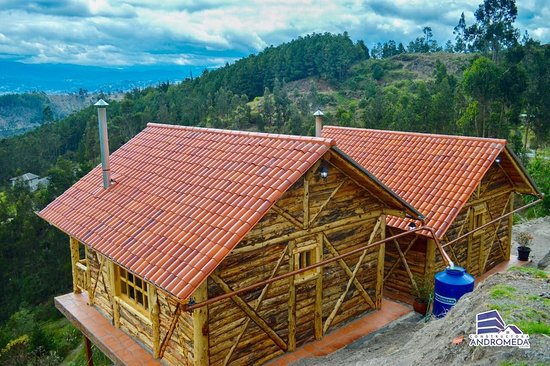 Cuenca, Ekvádor: Our two new pine log cabins available for rent.