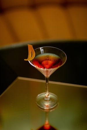 Radio - BB Blanche – Bar à cocktails – Bar à vin – restaurant – Pigalle – Place de Clichy – Paris 9