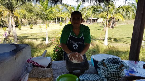 Heartland Traditions Tour: Tortilla making