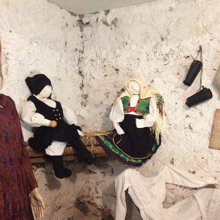 Gadoni (Nuoro) casa da visitare con i costumi del fine 1800 Sardegna