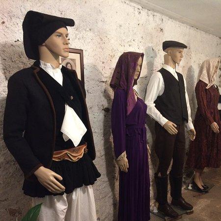 Gadoni (Nuoro) costumi fine 1800 ancora ben conservati Sardegna
