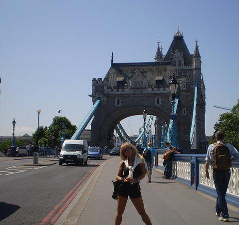 a mis espaldas Tower Bridge
