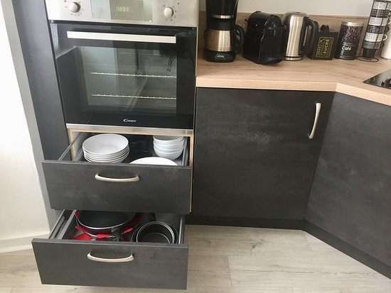 Lourdes, Francia: Fully equipped kitchen