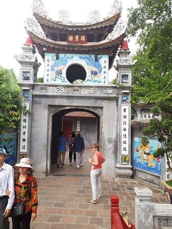 Entrada al templo NGONC SON