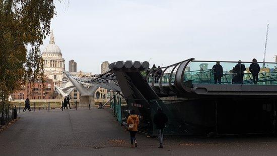 Millennium Bridge e St.Paul in fondo.