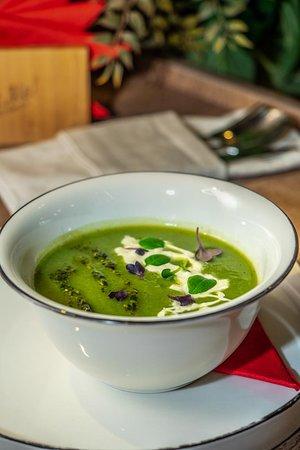 Суп-пюре из фасоли и брокколи с сыром Страчателла