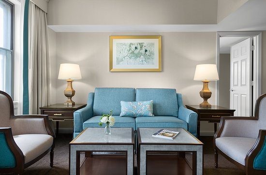 Chase King Suite Living Room