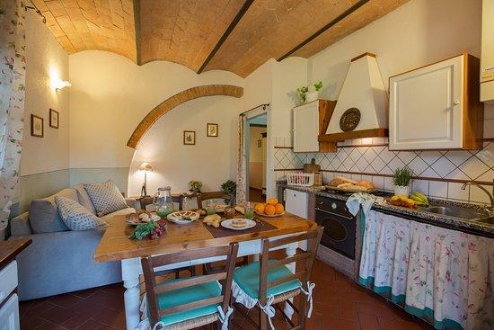 Foto della cucina soggiorno.