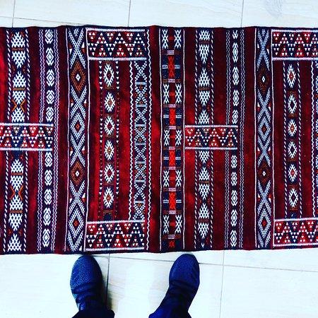 Tapis fait à la main Amazigh faisant le désert