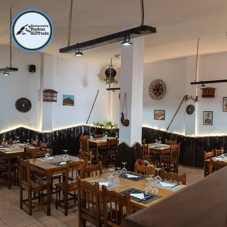 Nuestro acogedor local cuenta con una decoración tradicional pero con un aire moderno, ven y disfruta de la buena comida!
