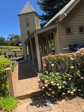 The beautiful Mont Rouge Estate in Red Hill, our weekend lunch venue on our daily Mornington Peninsula wine tours at its spring best.