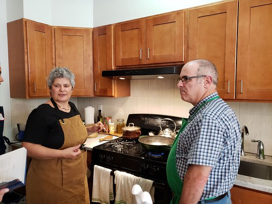 Comida libanesa y tour de compras con League of Kitchens: Cooking with Mab