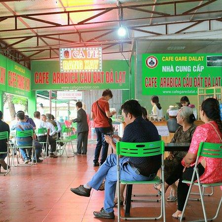 Duy Tien, Vietnam: Cafe Gare Dalat trên Cao tốc Ninh Bình _Hà Nội