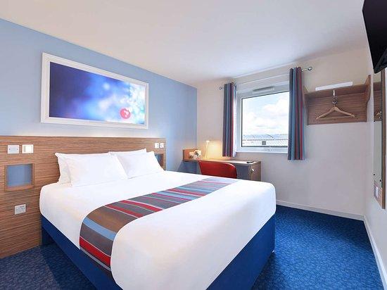 Travelodge Sunbury M3 Hotel: new hotel standard retouched x