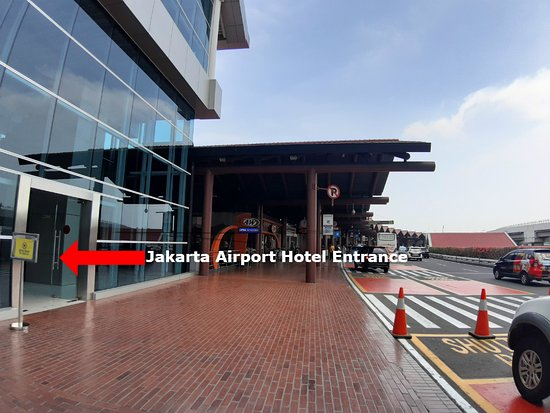 Entrance From Departure Floor Terminal 2e Picture Of Jakarta Airport Hotel Managed By Topotels Tangerang Tripadvisor