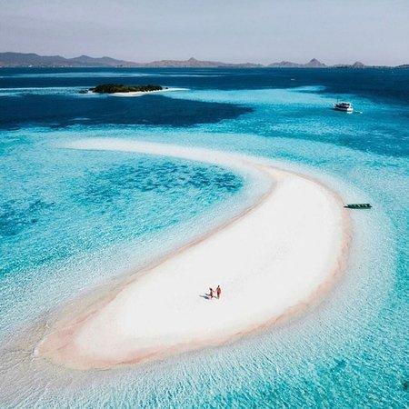 Takamakasar Small island in labuan bajo... Snorkeling and enjoy in the beach