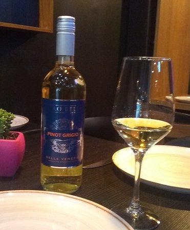 Vino Blanco Ciao Bella Pinot Grigio, biodinamico y orgánico, de Véneto, Italia; frutas amarillas, flores blancas como el jazmín.