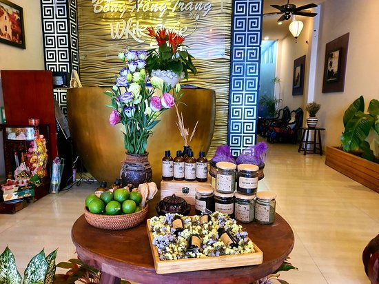 The weather in winter is beautiful, you travel, have you prepared your body moisturizer? If not, come here, we will help you moisturize with
