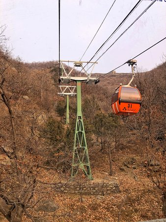 Peking, China: The enclosed cable car