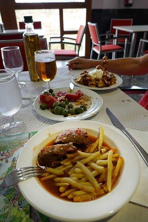 Restaurante Cofrentes, griskind med pommes i sås