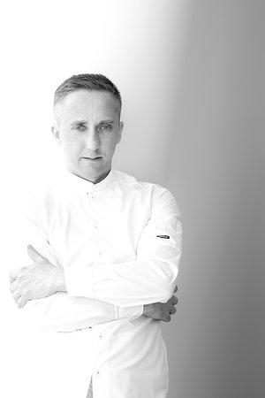 Łukasz Cegłowski - zbierał doświadczenie w wielu restauracjach z gwiazdkami Michelin m.in. w La Vie***, Vendôme***,The Ledbury**. Jego zdaniem pokora i ciężka praca jest wstanie pomóc wspiąć się na wyższe poziomy, myśleć kreatywnie i inaczej oraz wypełniać lukę miedzy starymi i nowymi sposobami gotowania. Obecnie największym wyzwaniem zawodowym jest dla niego restauracja Arco by Paco Pérez w rodzinnym Gdańsku i praca u boku Antonio Arcieri.