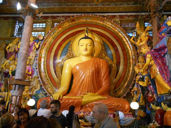 Una delle statue di Buddha