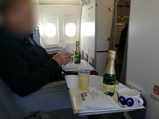 Finnair: Business-class snack service during Stockholm flight