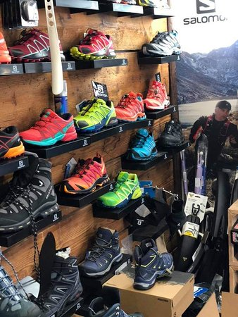 Nazarje, Словения: Salmomon shoes for hiking,  walking, running and for snow.