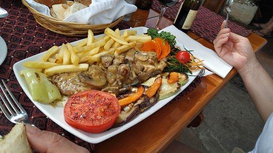 огромное блюдо за 9 евро