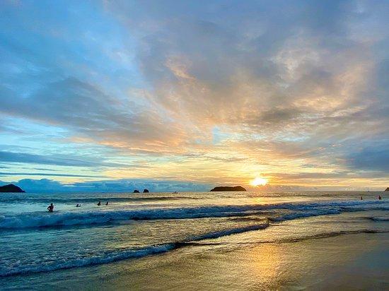 Hermosos atardeceres en Manuel Antonio Quepos (Playa Espadilla)