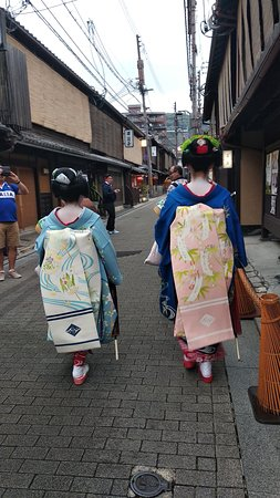 A couple of maiko