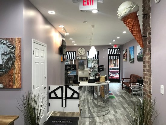 A few pictures of the Trenton Ice Cream Parlor located at 969 South Broad Street, Trenton, New Jersey 08611. @tiptrenton Facebook: http://www.trentontips.com Seating view to front entry