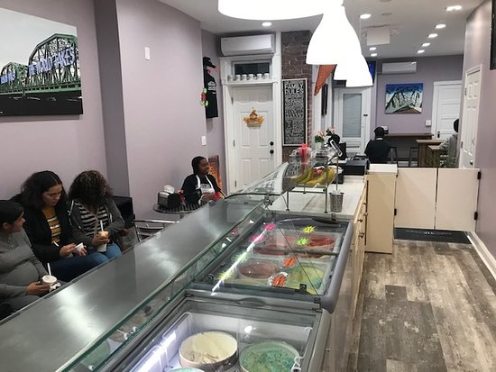 A few pictures of the Trenton Ice Cream Parlor located at 969 South Broad Street, Trenton, New Jersey 08611. @tiptrenton Facebook: http://www.trentontips.com Serving area view