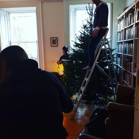 Emmaus Christmas 2020 English Getting the living room ready for Christmas!   Picture of Emmaus