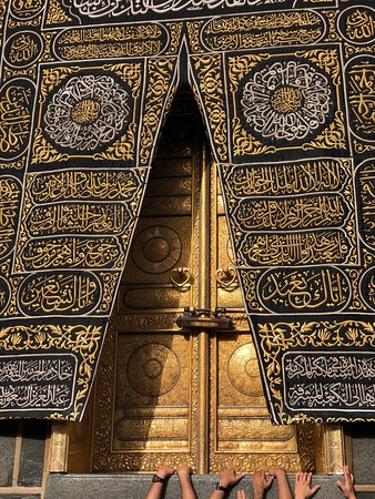 Kaa'ba is the most sacred site in Islam & the city's most popular landmark. Enjoy few steps from Holy Mosque at Dar Al Tawhid InterContinental Makkah.