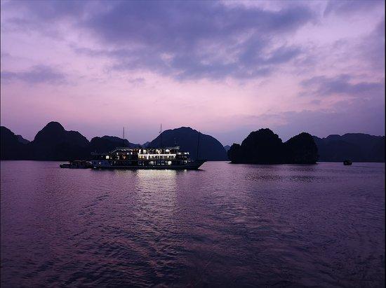 De Ha Noi: croisière de 2 jours et 1 nuit dans la baie de Lan Ha et la baie d'Ha Long : sunset
