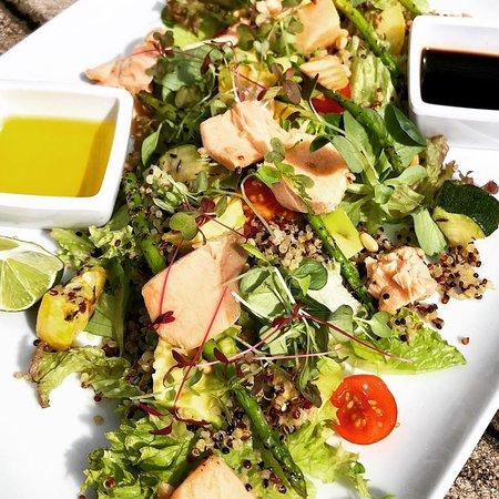 Salmon salad with fresh vegetables.
