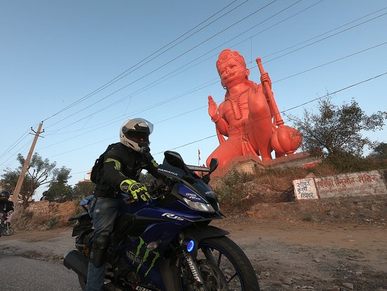 Faridabad District, India: Gigantic Hanuman Statue at Triveni Hanuman Temple, Pali Village on GFR