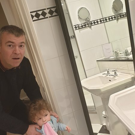 The mirror which fell on my 2 year old at macdonald berystede hotel nr ascot