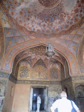 Sikandra, Indien: Entrance to the main cenotaph: the ceiling.