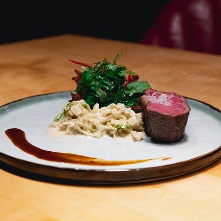 Chuck flap steak | Parmesan | Wirsing Wildkräuter salat _________  Chuck flap steak | Parmesan | Savoy cabbage wild herbs salad