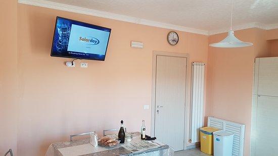"""Preturo, Italia: Zona pranzo con televisore da 43"""""""