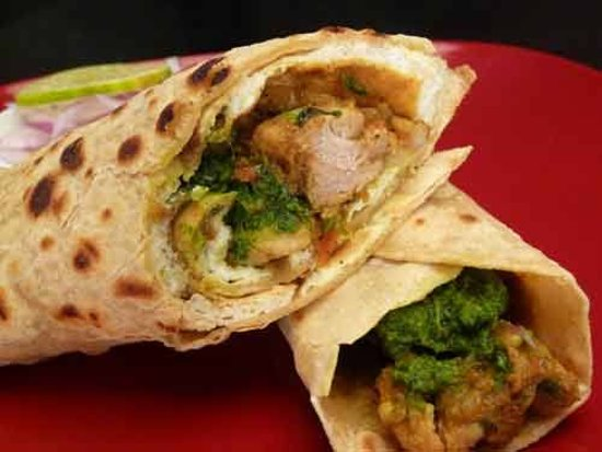 Abuja, Nigéria : This is chicken khati roll  made with shredded chicken and vegetables rolled in freshly made Indian Naan bread  Call for order +2348147502206