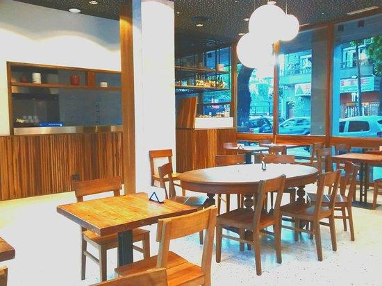 Nuestro restaurant Lekeitio, en donde se sirve nuestro desayuno completo y podrá degustar un exquisito almuerzo y cena de comida vasca oriental.