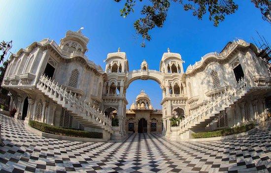 Vrindavan, India: beautiful architecture of Samadhi mandir
